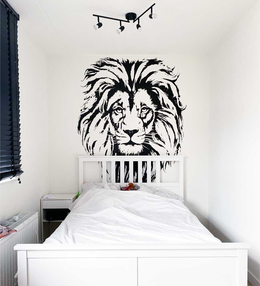 Streetart leeuw in slaapkamer