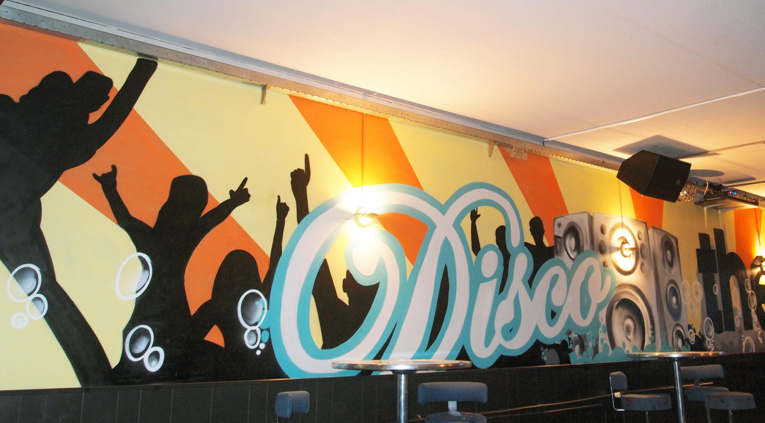 muurschildering in een discotheek